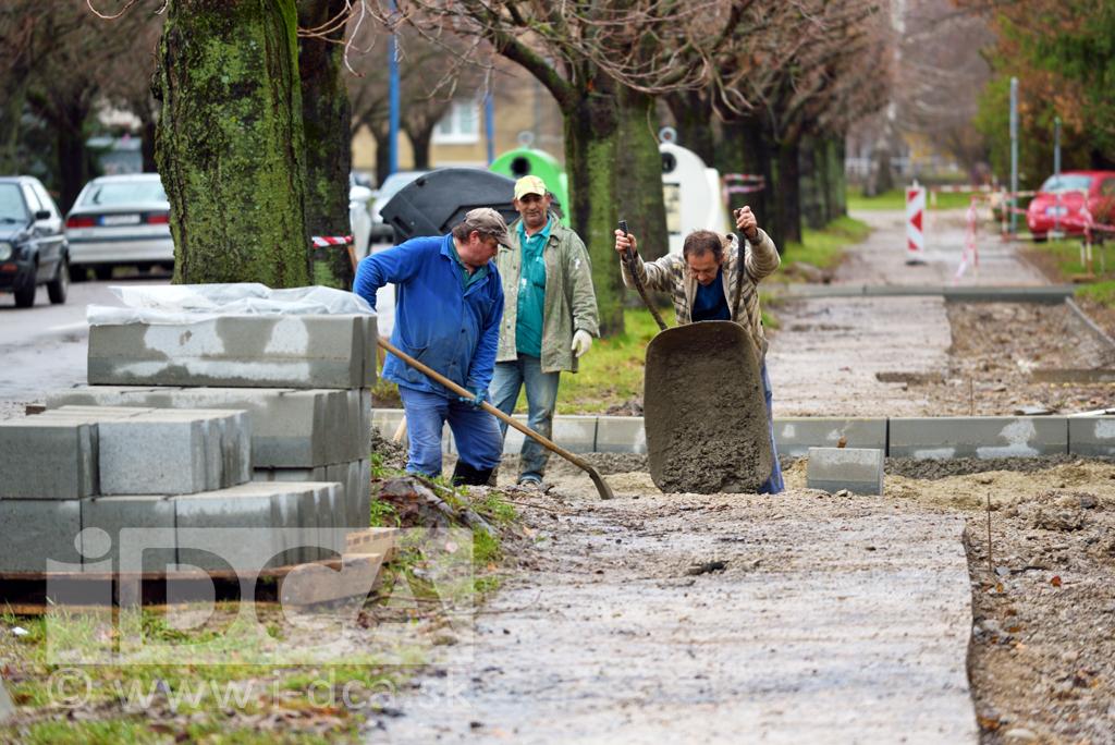 oprava chodníkov na ul. Pionierskej